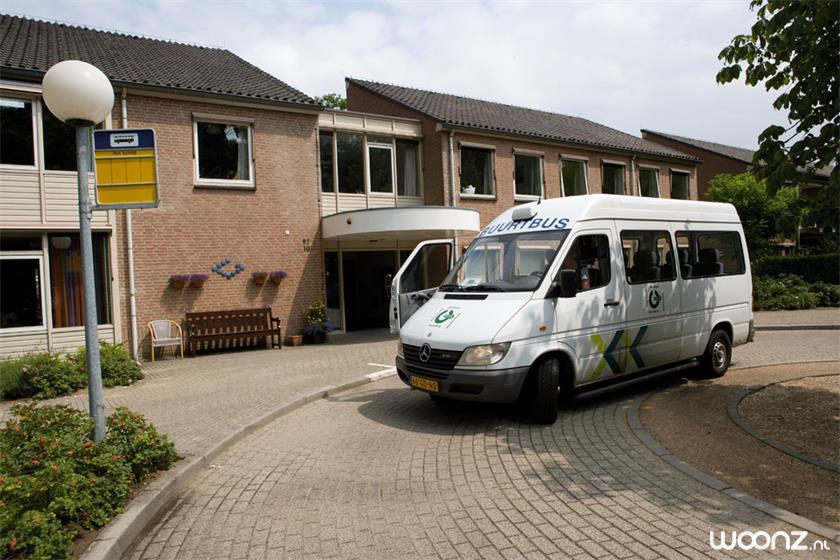 De buurtbus stopt letterlijk voor de deur!