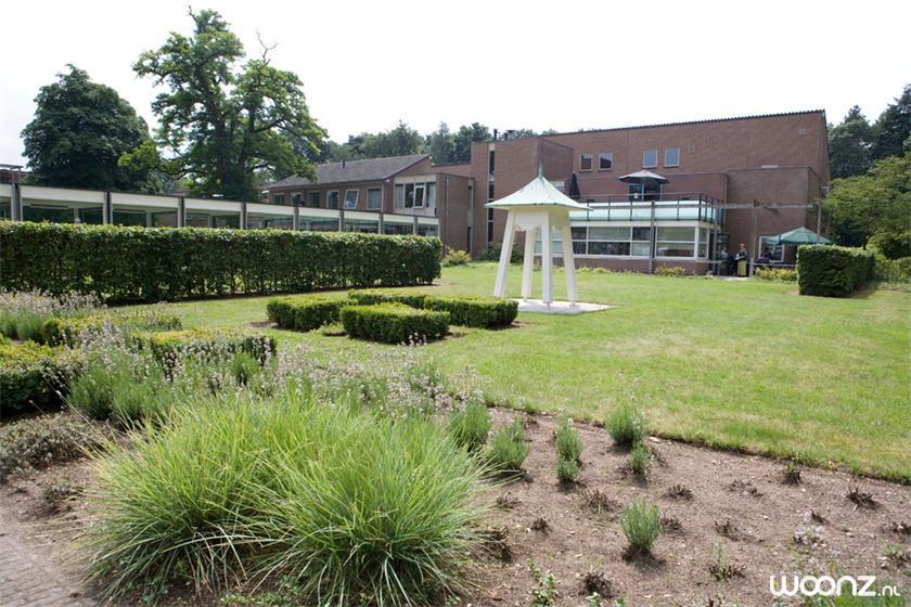 Mooie groene tuinen om Het Schild