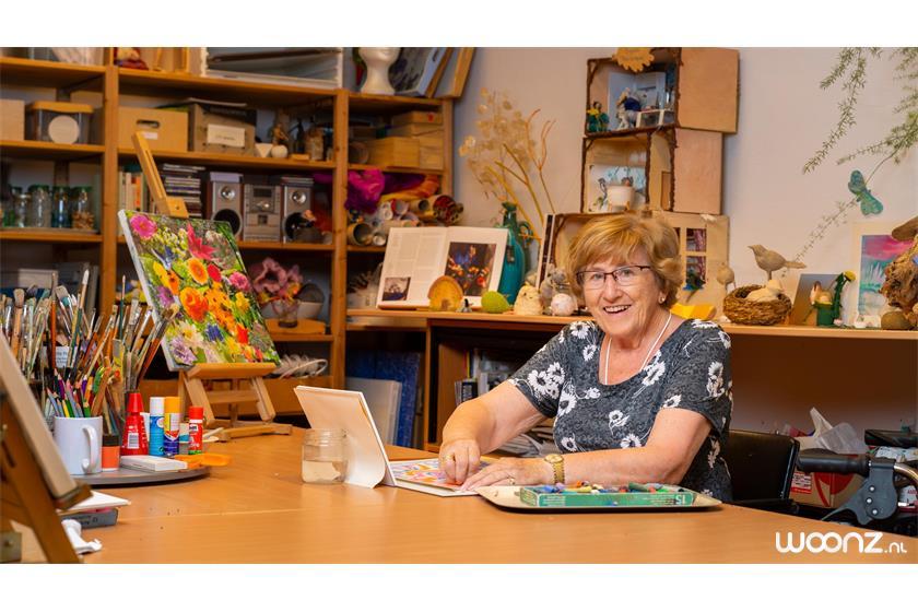 Villa-Overbosch-vrouw-schilderen-dagbesteding