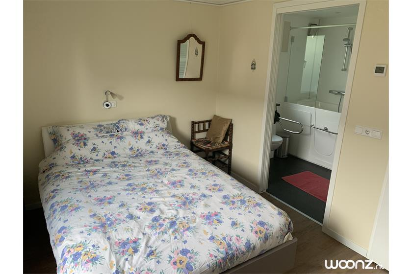 1e slaapkamer met toegang badkamer